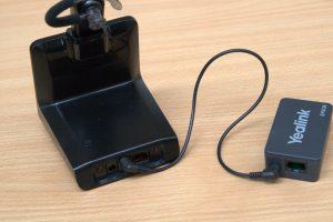 Mit einem EHS-Adapter kann man Gespräche direkt am Headset entgegennehmen.